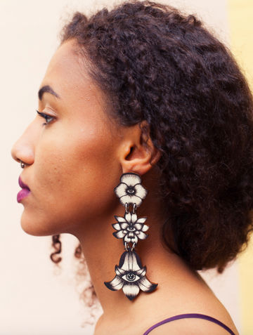 Flower Totem earrings triple stud | black/wood
