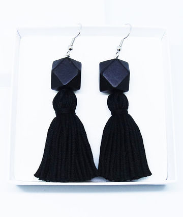 Wou earrings | black on black