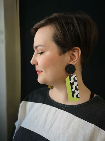 Box earrings