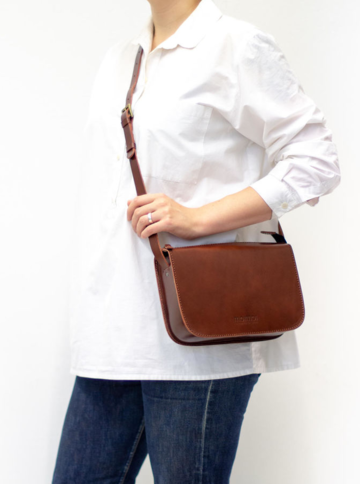 LAURA cross body bag | brown