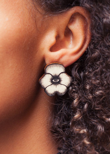 Totem Flowers stud earrings | black wood