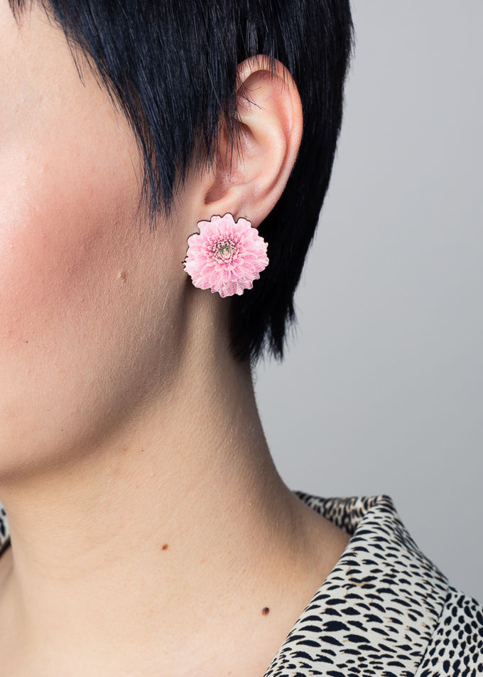 Chrysantheme stud earrings | baby pink