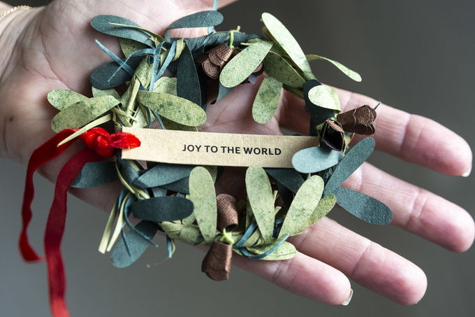 Joulukoriste kierrätyspaperista | Joy to the world